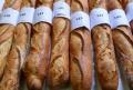 Eu amo, tu amas, eles amam a melhor baguete de Paris