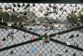 Cadeados da Ponte das Artes não aguentam
